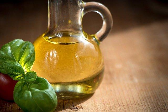 Olio di oliva e basilico